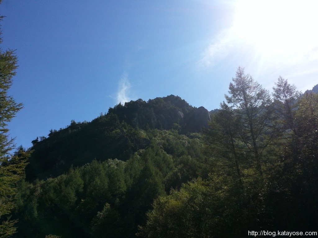 渡渉ポイントからマラ岩妹岩を望む